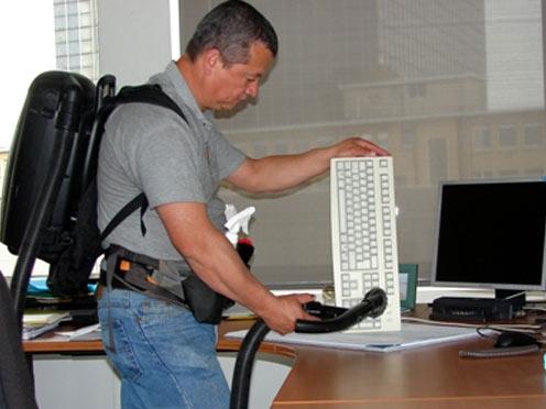 IPC-dépoussiérage-clavier-aspirateur